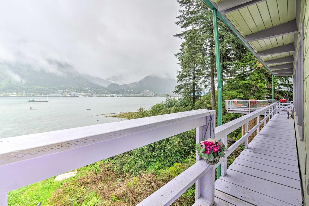 Waterfront House with Glacial Views - Near Downtown