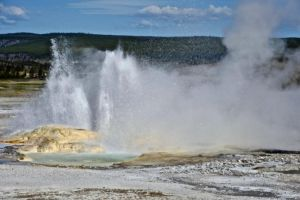 Private 1/2 Day Old Faithful and Geyser tour. Lunch provided 950 per group
